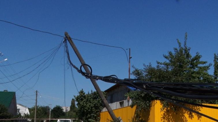 На вулиці Вінницькій у Житомирі обвалилися опори зв'язку