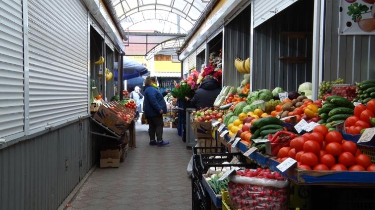 Фахівці перевірили ранні овочі з житомирських ринків на вміст нітратів
