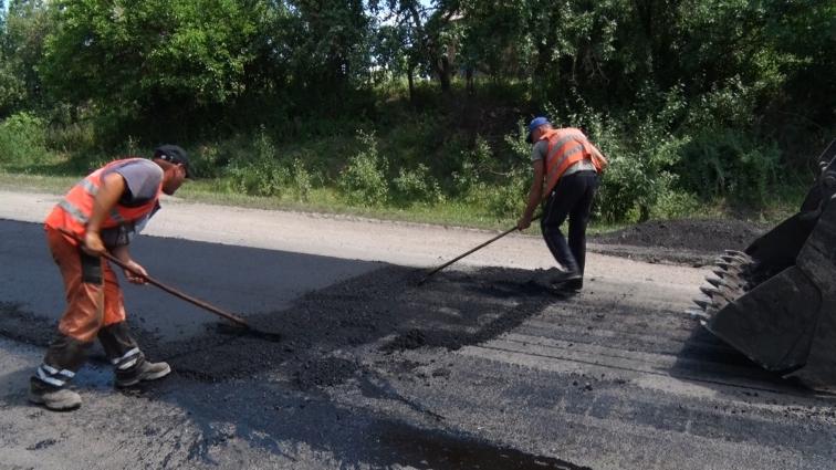 На Житомирщині запланували полатати близько 200 м2 доріг