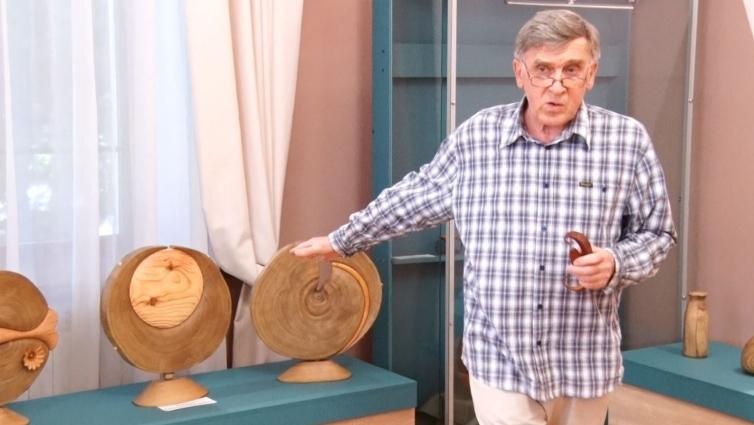 Різьблені роботи з дерева Валерія Земнухова презентували в Житомирі