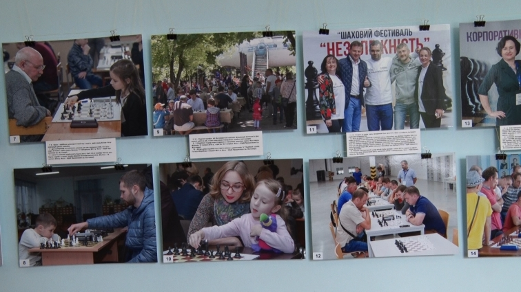 Шахову фотовиставку відкрили у Житомирській міськраді