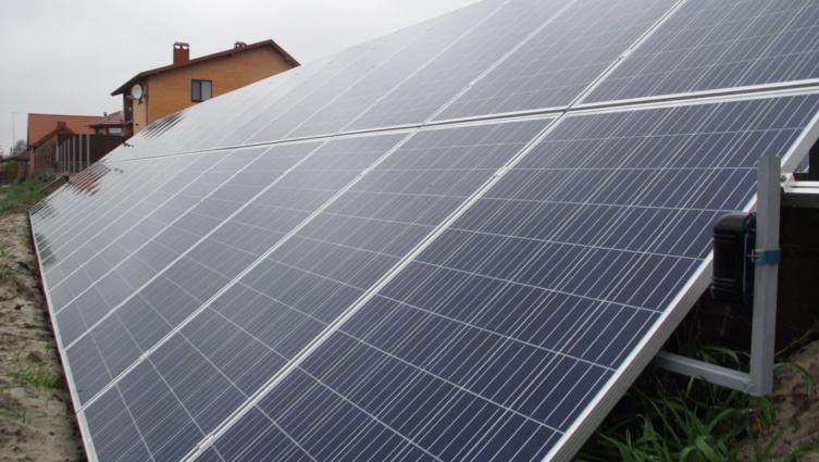 Паркан із сонячних батарей спорудили у передмісті Житомира