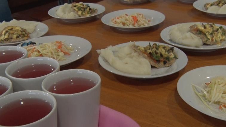 Більшість батьків доплачують за шкільні сніданки дітей