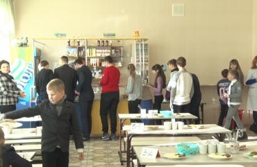 Хробака в каші знайшли школярі житомирської ЗОШ №36
