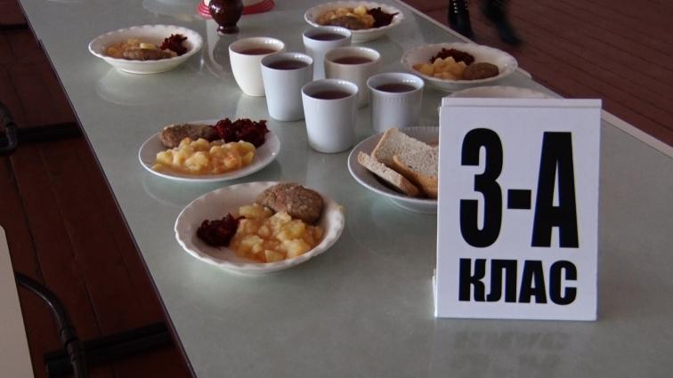 У Житомирській ЗОШ №14 на сніданок овочеве рагу, куряча котлета та салат з буряка