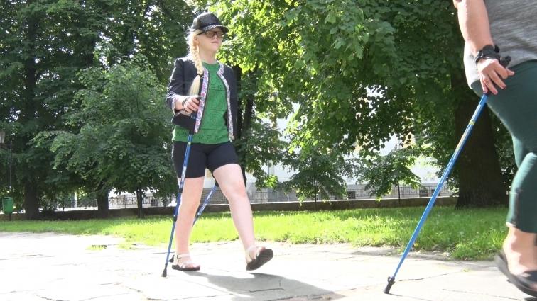 У Житомирі діти з вадами зору прагнуть займатись скандинавською ходьбою — шукають благодійників