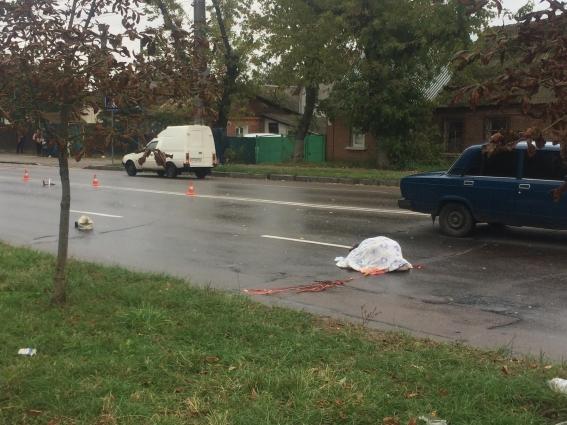 Біля Монумента Слави, водій автомобіля ВАЗ збив жінку на пішохідному переході
