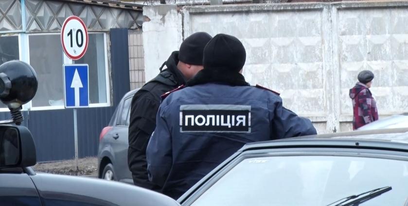 У Житомирі патрульні поліцейські зупинили айдарівця через порушення ПДР