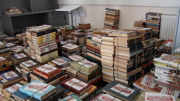 Близько чотирьох тисяч книжок для військовослужбовців зібрали у Житомирській «БПП «Солідарність»»