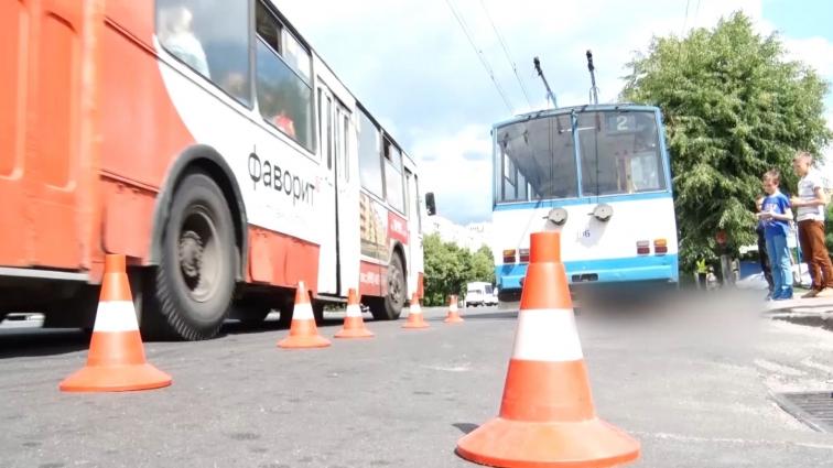 Травмована під колесами тролейбуса померла в лікарні