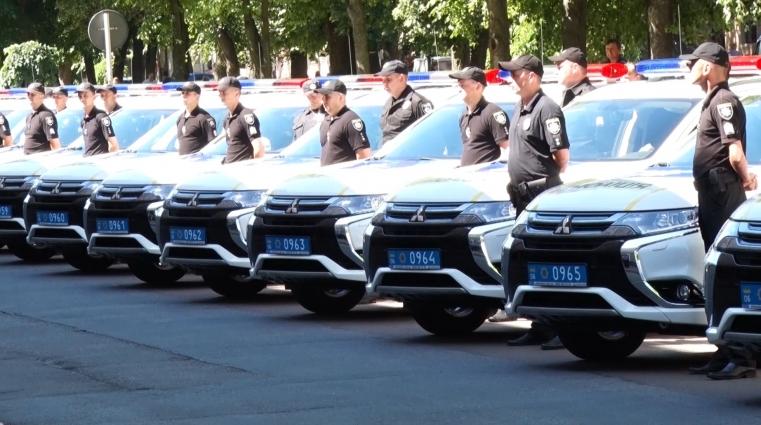 Житомирські поліціянти отримали 18 позашляховиків Mitsubishi