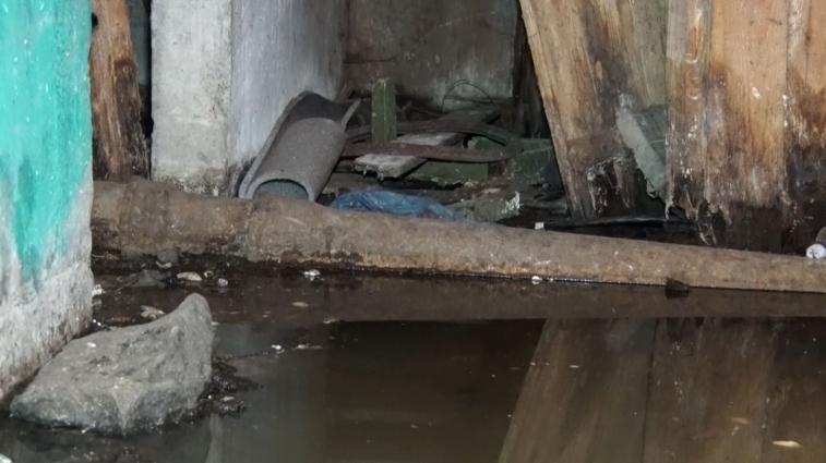 Підвал на Вітрука, 27 затоплений фекаліями