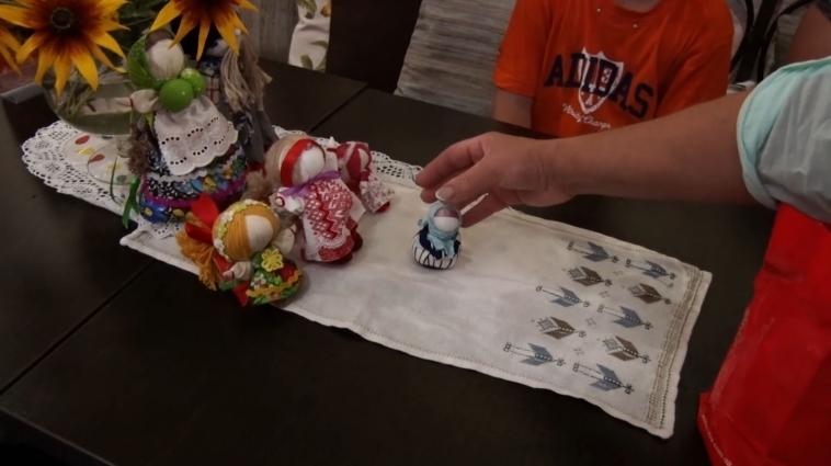 У Житомирі відбувся майстер-клас із плетіння ляльки-мотанки