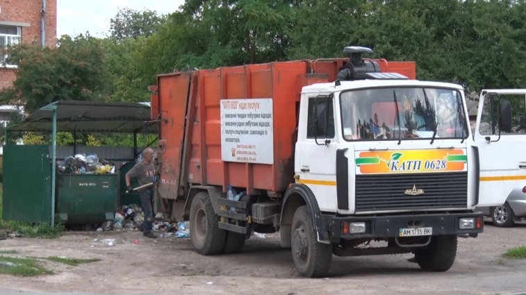 У Житомирі сміття вивозять рідше, бо техніки не вистачає