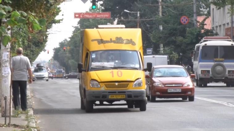 Житомирські перевізники скаржаться, що в маршрутках забагато пільговиків
