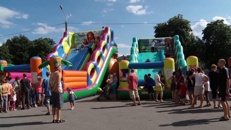 Вже вп'яте «Family fest» об'єднує родини на святі веселощів у мікрорайоні Польова
