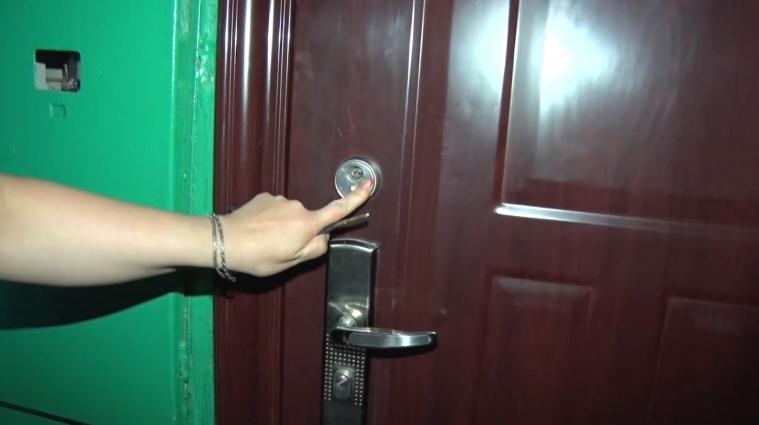 У Житомирі з квартири виселили жінку, поки її не було вдома