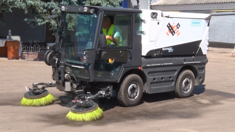 Для прибирання тротуарів і доріг Житомира придбали нову техніку