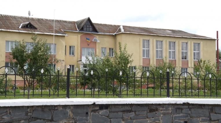 Опорну школу у селі Липне Любарського району утеплюють