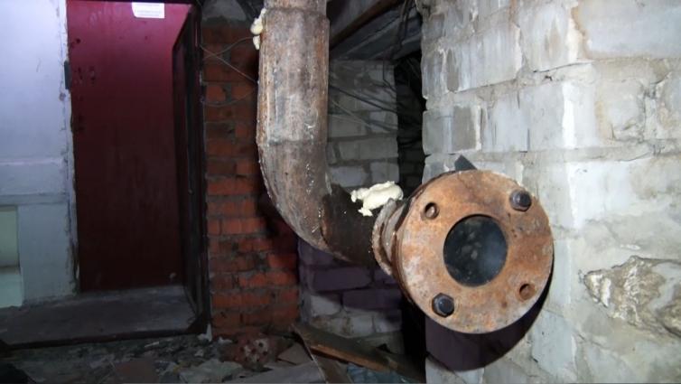 У житомирській багатоповерхівці затоплений підвал і дірявий дах