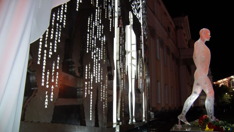 Пам'ятник Героям Небесної Сотні відкрили в Житомирі