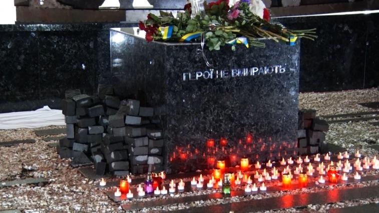 Пам'ятник «Герої не вмирають» встановили на майдані Корольова, біля будівлі облдержадміністрації