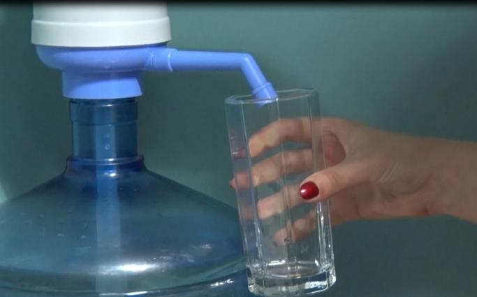 Водоканал пропонує питну воду купувати в приватних розливайках