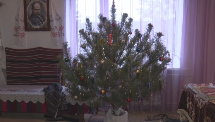 Підопічні Житомирського обласного геріатричного пансіонату готуються  до Нового року та Різдва