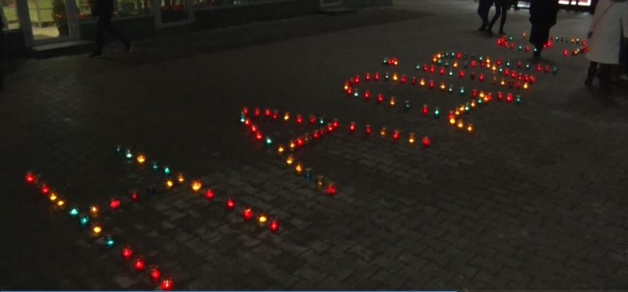 Онкохворих дітей підтримали піснями та запалили свічки