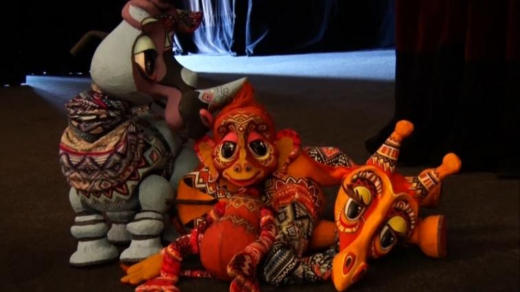 Херсонський театр ляльок покаже благодійну виставу про «Жирафа та Носорога»