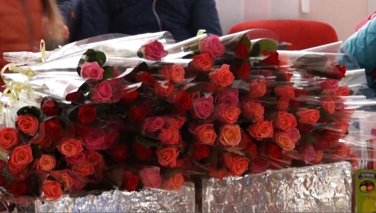 З нагоди Дня матері в Житомирі привітали мам та дружин учасників АТО