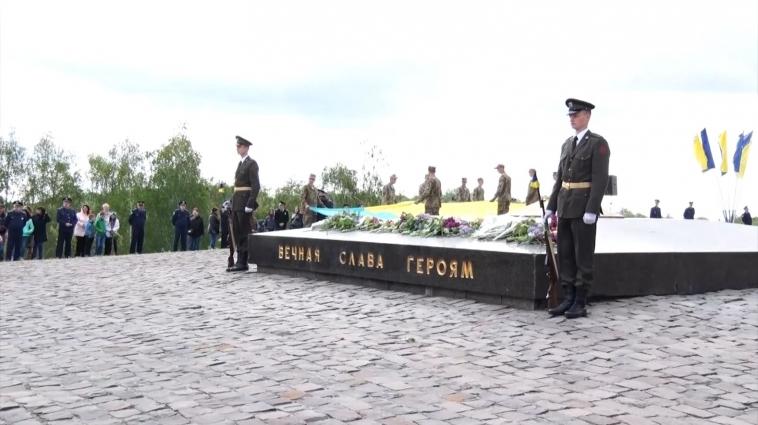 На День Перемоги у Житомирі відбулася урочиста хода до монументу Слави