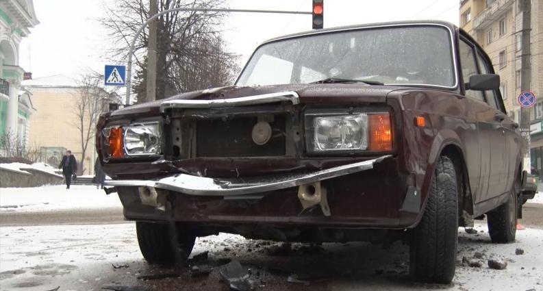 На перехресті вулиць у Житомирі зіткнулося два автомобілі