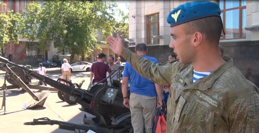До Дня ВДВ у Житомирі відбулась виставка військової техніки