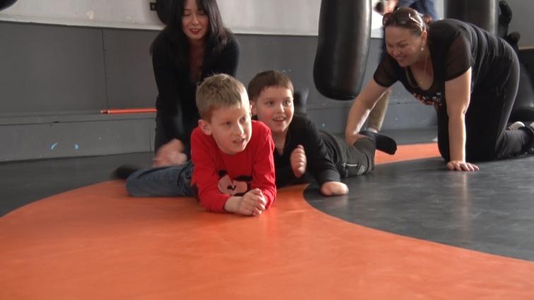 У Житомирі діти з аутизмом займаються у спортзалі