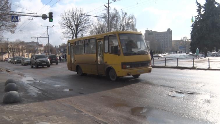 Приватний перевізник може зняти автобуси з двох маршрутів