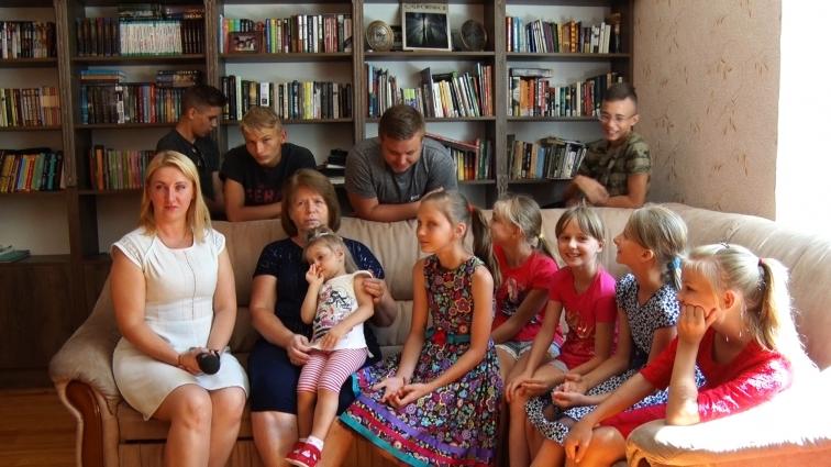 Десятеро прийомних дітей виховує сім'я Севрюкових