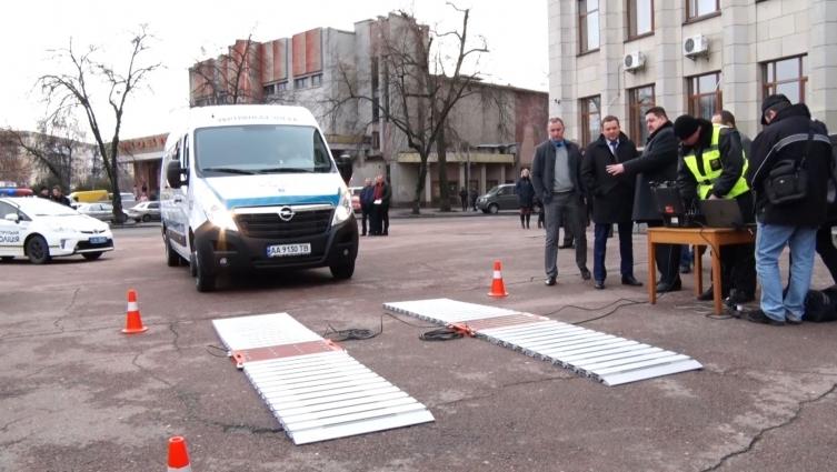 3 пересувні комплекси для зважування вантажівок отримала Житомирщина