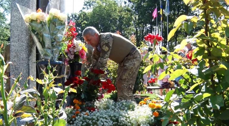 День ВДВ розпочали з вшанування пам'яті загиблих військових
