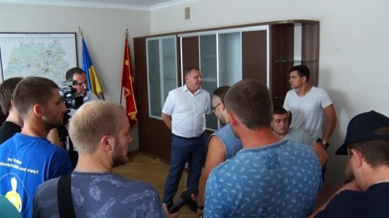 Активісти вимагають звільнення керівника служби автомобільних шляхів Житомирської області