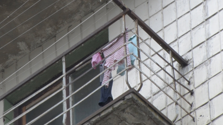 У Житомирі дитина випала з 9-го поверху
