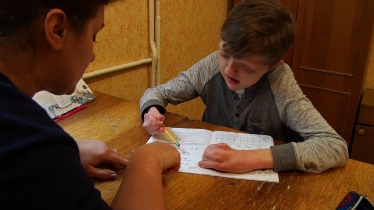 Волонтери з Америки всиновили хлопчика із вадами
