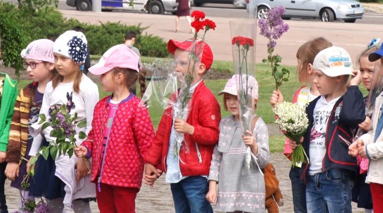 У Житомирі загиблих у Другій світовій війні вшанували покладанням квітів до Монумента Слави