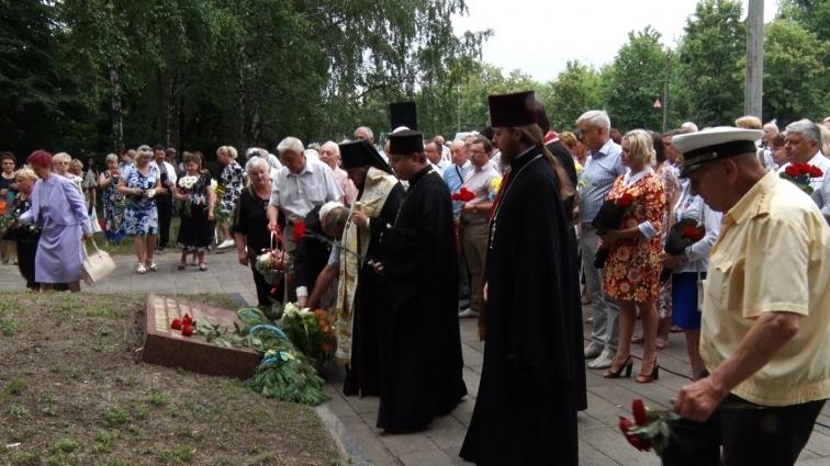 У Житомирі вшанували пам'ять жертв війни. За певними причинами, військовослужбовці участі в заході не взяли