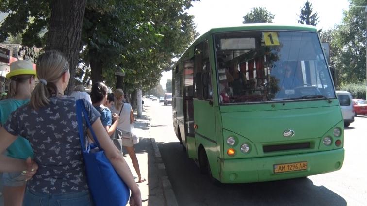 Міська рада та громадяни трактують рішення суду про маршрутки по-різному