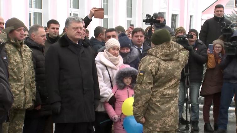 Президент П.Порошенко зустрів військових, котрі повернулися із зони ООС