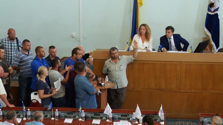 Звільнити начальника водоканалу вимагали активісти на сесії